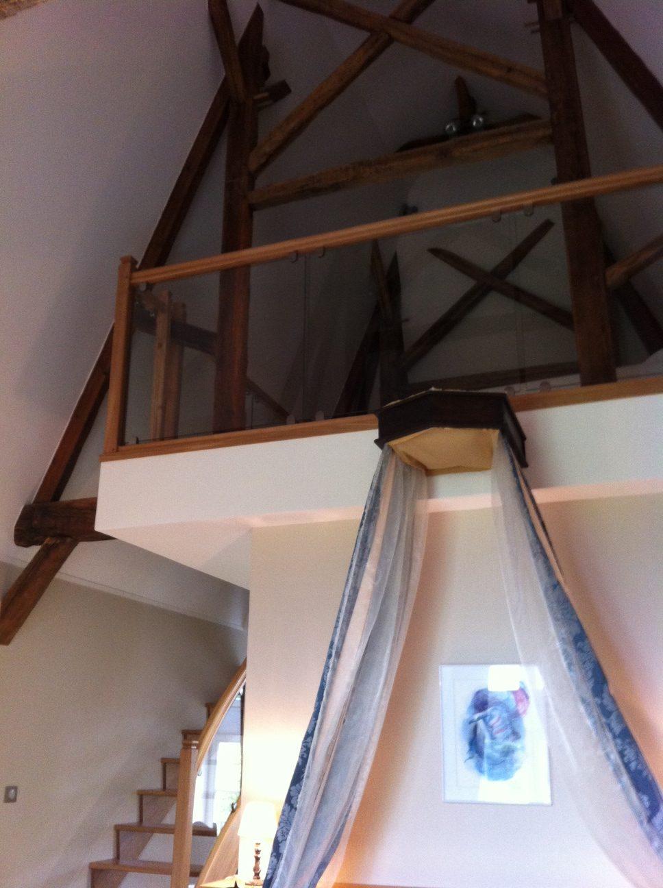 rénovation château 18ème siècle, fenêtres, parquets, isolation, huisseries, mezzanine, escalier sur mesure